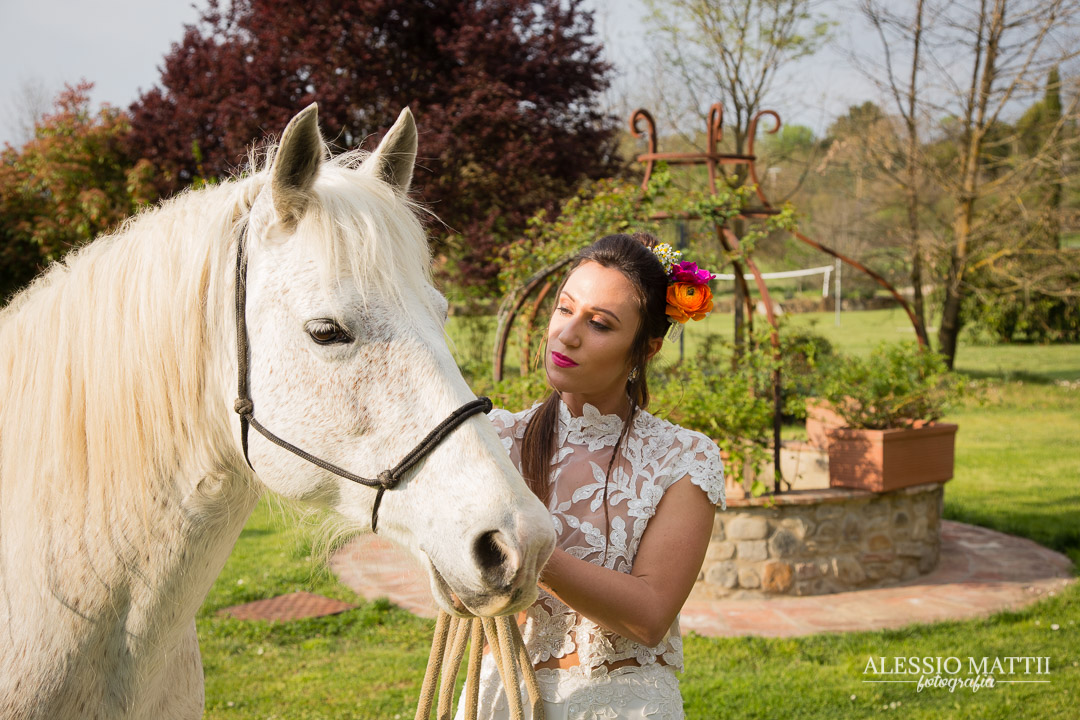 Sposa a cavallo matrimonio country Firenze Toscana - - fotografo matrimonio Toscana Firenze