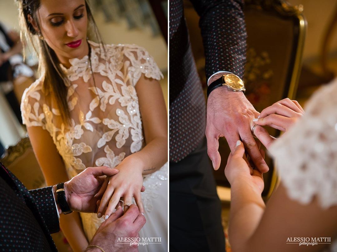 Scambio anelli matrimonio country in Toscana - Alessio Mattii Fotografo matrimonio toscana
