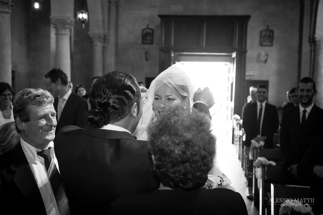 Incontro della sposa con lo sposo. Fotografo matrimonio Toscana Lucca Pistoia Pisa Siena