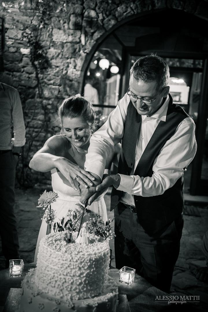 Taglio torna nuziale. Fotografo matrimonio Toscana Lucca Pistoia Pisa Siena