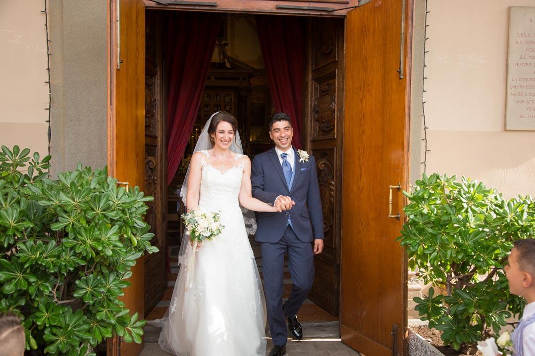 Uscita degli sposi dalla Chiesa del Sacro Cuore a Livorno - fotografo matrimonio livorno