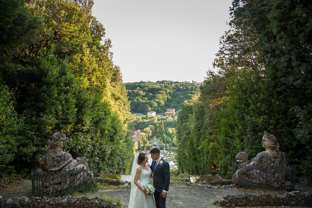 Taglio della torta matrimonio Firenze - naked cake - fotografo matrimonio Firenze