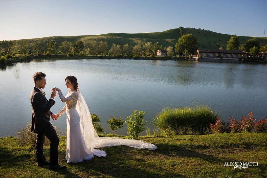 Ritratto sposi matrimonio in campagna Firenze - fotografo matrimonio Firenze